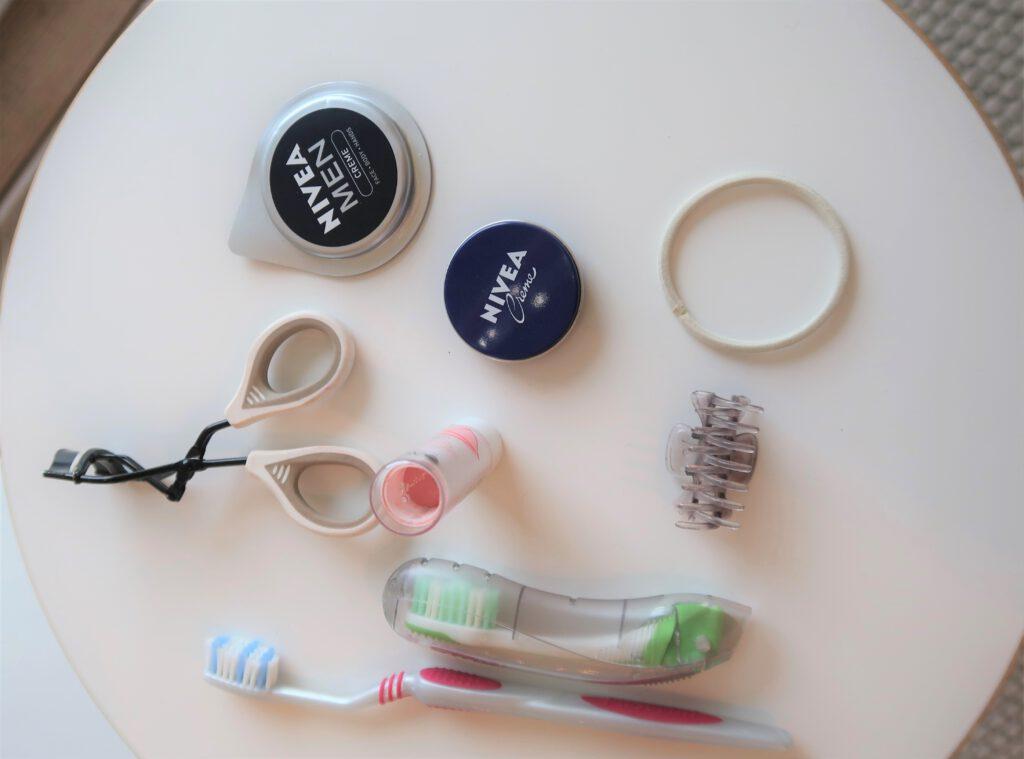 Kuinka hävittää 465 tavaraa kuukaudessa? Päivän kahdeksan hävitettävät tavarat löytyivät kylpyhuoneesta.
